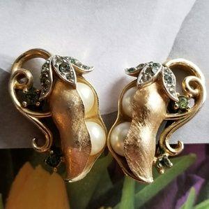 Crown Trifari Pea Pod earrings gold tone clip back